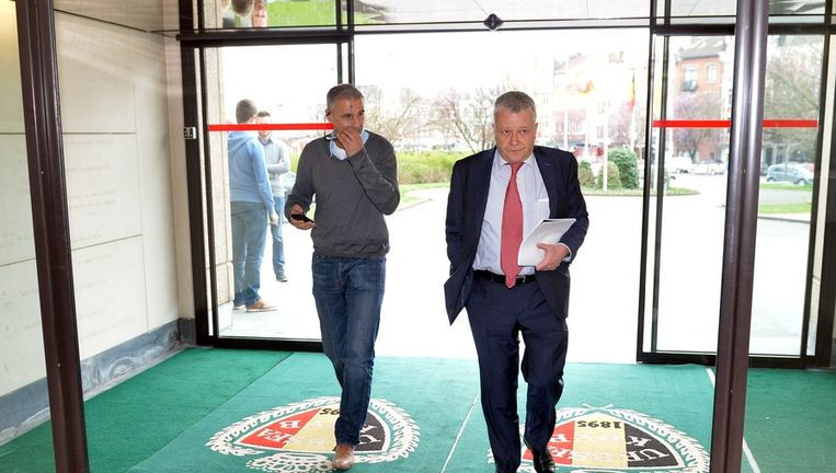Antwerp-secretaris Paul Bistiaux (r) en CEO Gunther Hofmans (l) verdedigden de belangen van hun club in het bondsgebouw Beeld BELGA