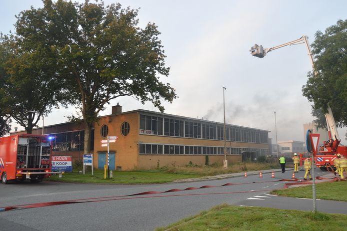 In een leegstaand fabriekspand in Vollenhove woedde vanochtend een brand.