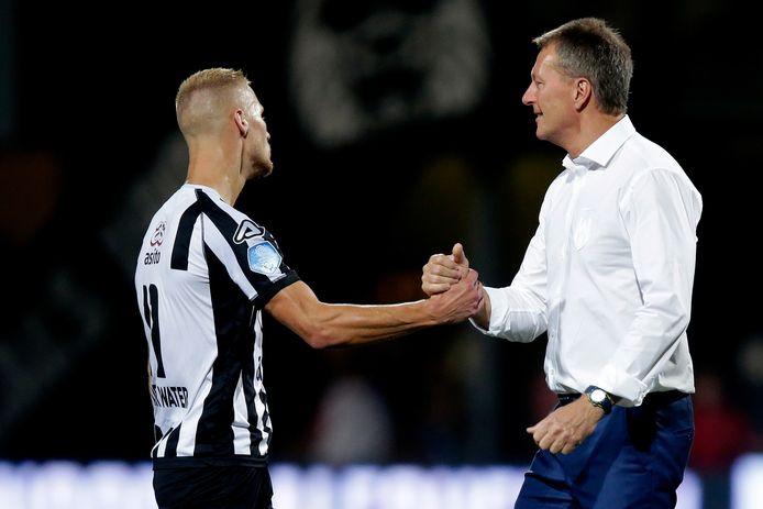 Silvester van der Water (links) kreeg elke wedstrijd nog een kans. Zijn score blijft alleen hangen op een goal tegen Fortuna.