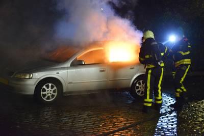 Aanmaakblokjes op bijrijdersstoel van auto duiden op brandstichting in Breda