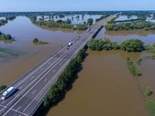 Het water zakt, de Maas gaat sneller dan de Waal terug naar normaal