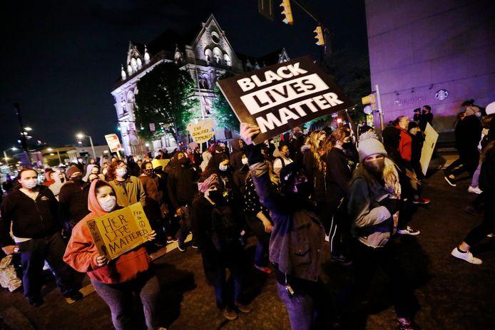 Een protest in het centrum van Columbus, Ohio, waar een agent een 16-jarig meisje doodschoot.