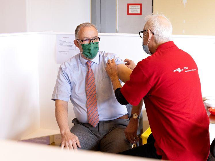 Aboutaleb roept op tot vaccineren