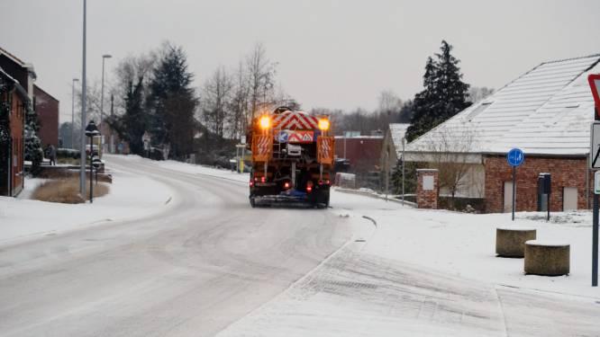 LIVE. Wegen en Verkeer waarschuwt voor gladheid - Dienstverlening bij De Lijn ernstig verstoord door spekgladde wegen
