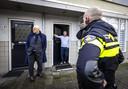 Ferd Grapperhaus maakt samen met wijkagenten een wandeling door de Graafsewijk in Den Bosch, waar relschoppers vernielingen hebben aangericht uit protest tegen de coronamaatregelen.