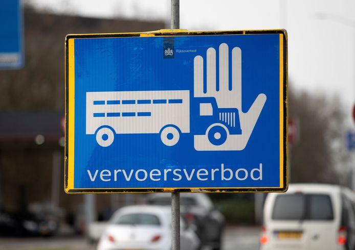 In een straal van 10 kilometer rond Heeten is een vervoersverbod van kracht.