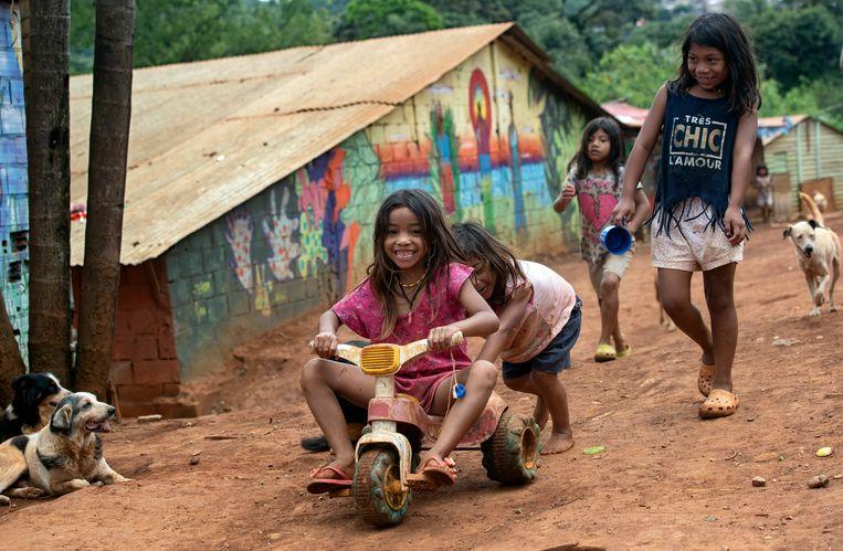 Spelende kinderen in Sao Paulo, Brazilië. Beeld AP