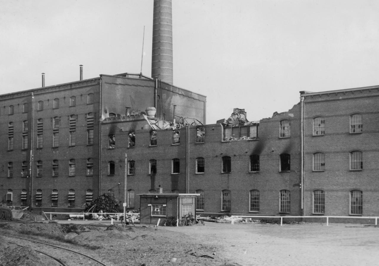 Suikerfabriek in Puttershoek na het bombardement door de Engelsen op 25 oktober 1940. Er vielen 23 doden in de fabriek. De fabriek is in 1945 nog twee keer gebombardeerd.