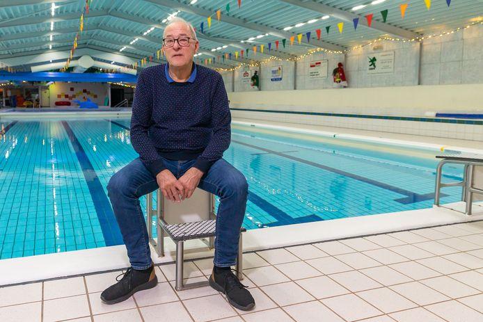 """Rob Spijkerman neemt na ruim 46 jaar afscheid als badmeester in Zwartsluis. ,,Het is nu tijd voor andere dingen."""""""