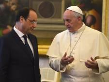 Hollande demande que le Vatican reçoive la coalition nationale syrienne