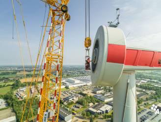 Opbouw windturbine op bedrijventerrein Harol volop aan de gang