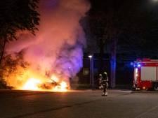 Auto op parkeerplaats S.V. Nijmegen gaat in vlammen op