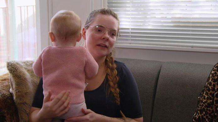 Iris met dochter Sky.