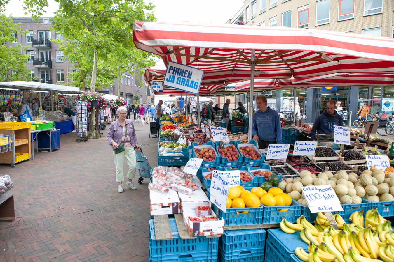 Op de weekmarkt in Hardenberg is afstand houden weer mogelijk.