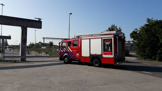 De brandweer arriveerde rond 09.45 uur bij Bruil in Geertruidenberg.