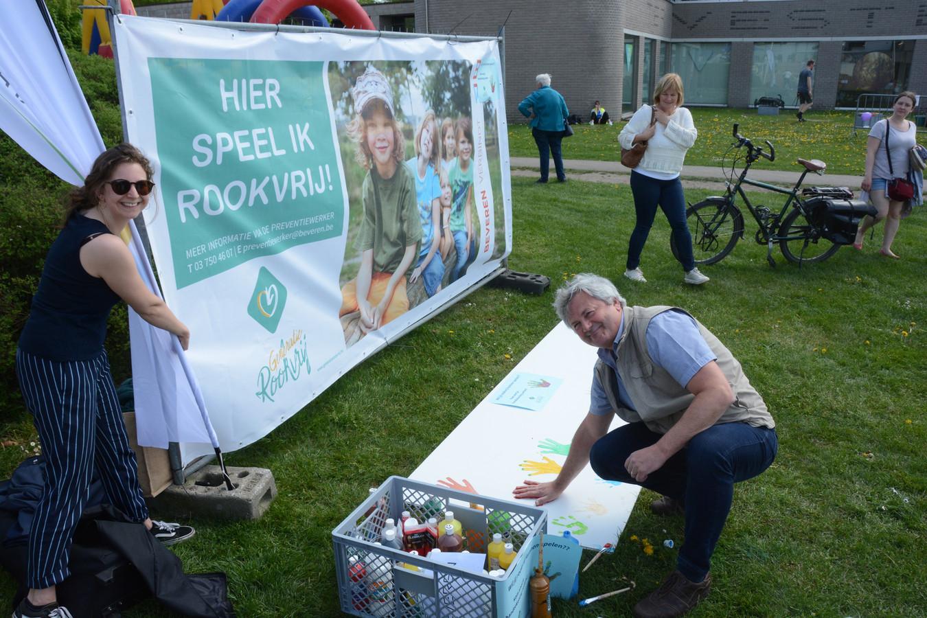 Preventiewerker Ilka Walleyn nodigde iedereen uit om het charter te onderschrijven.