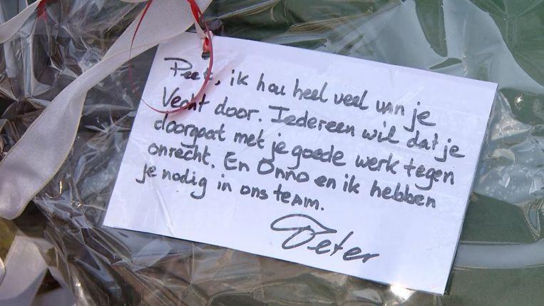 Peter Schouten en Onno de Jong legden eerder bloemen ter ere van Peter R. de Vries. Beeld RTL Boulevard