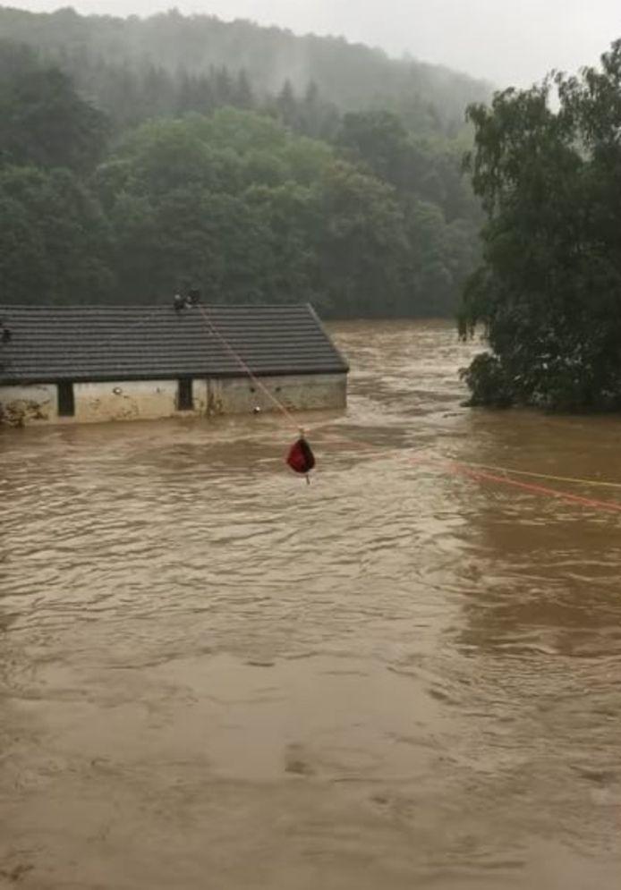 La maison prise au piège par l'eau.