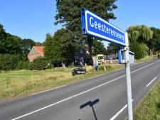 Auto belandt in sloot door ongeluk in Vriezenveen