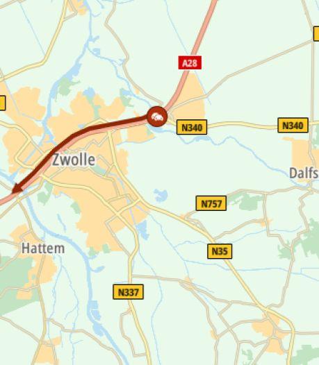 Flinke file op A28 bij Zwolle door ongeluk op Brug Katerveer: anderhalf uur vertraging