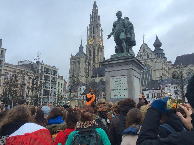 Scholieren betogen in Antwerpen voor het klimaat. Beeld MLS