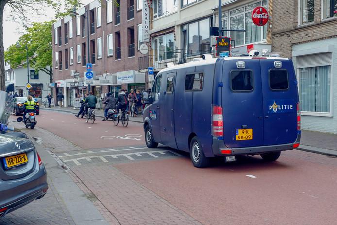 Antifascisten Eindhoven (AFA) demonstreerde op dezelfde route door de Kruisstraat, met een klein groepje activisten.