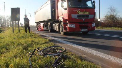 Fietsster (56) overleeft dodehoekongeval niet aan afrit van snelweg