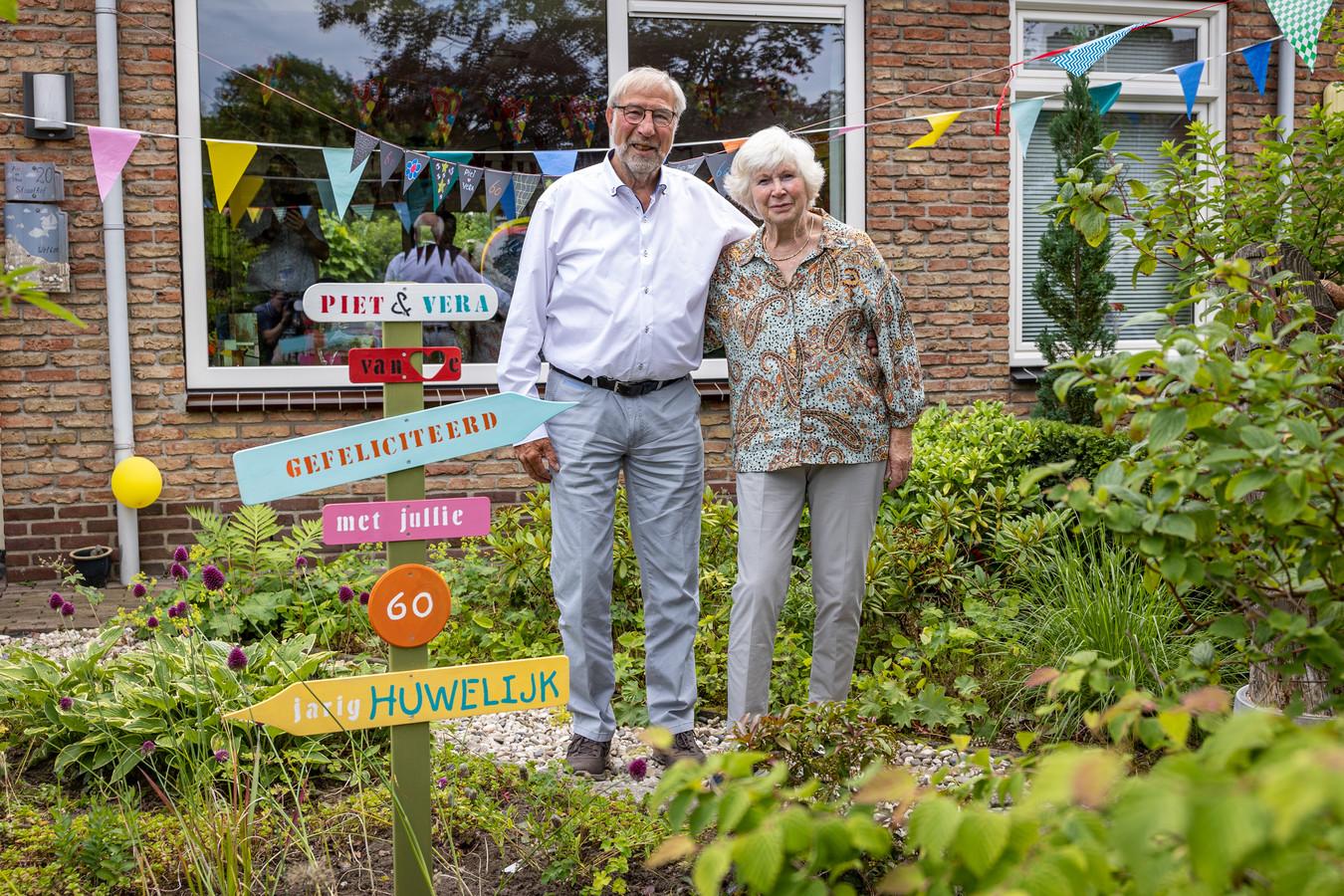 Piet (81) en Vera (80) Straathof zijn zestig jaar getrouwd.