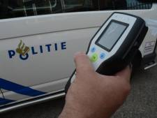 Dronken Belg ramt geparkeerde auto's in Hoek