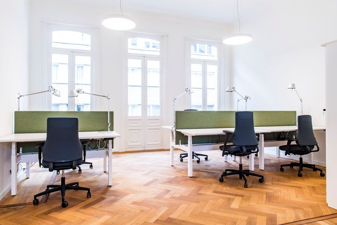 De kantoren voor medewerkers in het nieuwe districtshuis.