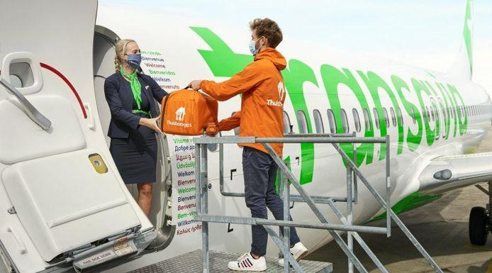 Maaltijden in het vliegtuig bestellen kan nu door de nieuwe service van Thuisbezorgd en Transavia.