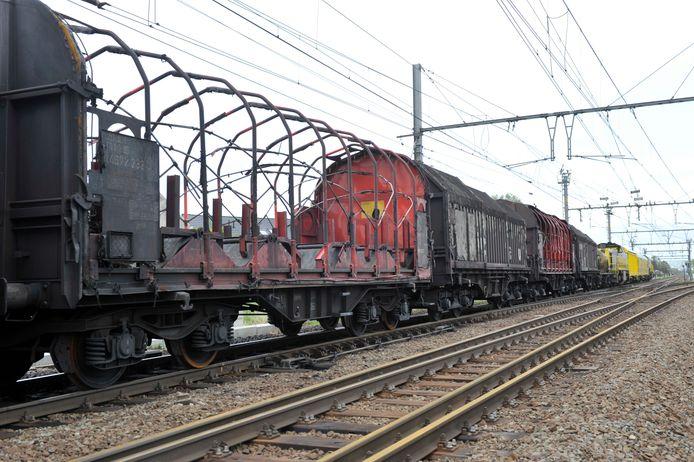 Zes wagons van de gecrashte trein in Wetteren.
