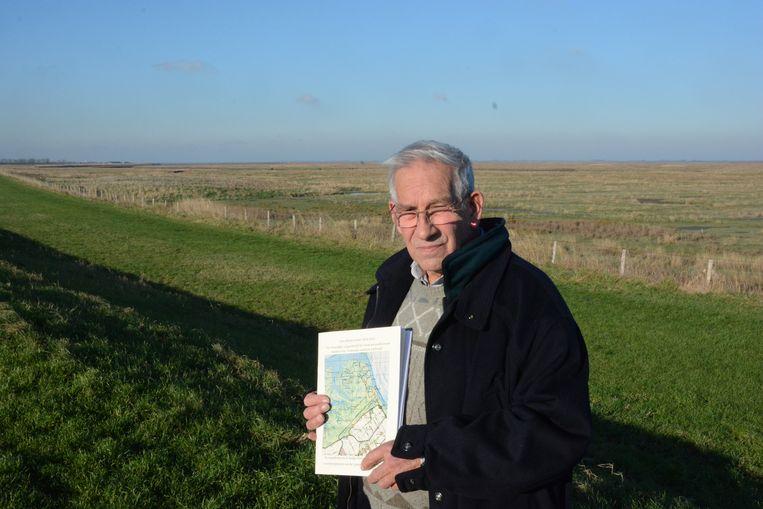 Stefaan Cleiren bundelde zijn familiegeschiedenis over vier generaties schaapherders in het Verdronken Land van Saeftinghe in een boek.