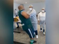 Un homme souffrant d'une phobie des aiguilles perd connaissance en recevant le vaccin contre le Covid-19
