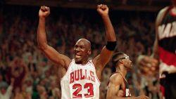"""""""Hij oversteeg het basketbal"""": waarom iedereen nu al uitkijkt naar Netflix-docu over Michael Jordan, die morgen gelanceerd wordt"""