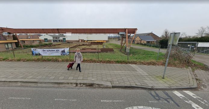Het oude ZNS-terrein aan de Kadedijk, waar vijftig woningen moeten worden gebouwd.