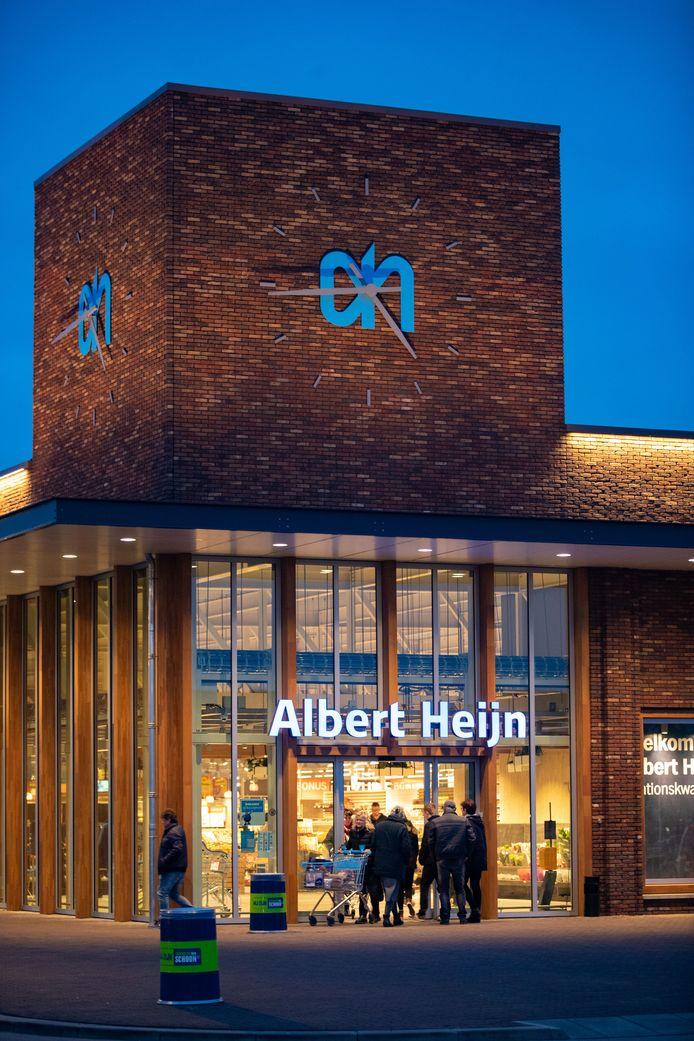 De Albert Heijn in het Stationskwartier in Kampen. De eigenaar wil graag op zondag open.