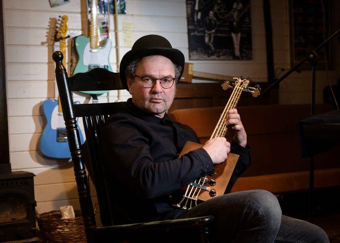 Rick Schenau, huisarts en liedjesmaker.
