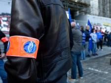Une banderole contre les violences policières sur le palais de justice de Bruxelles