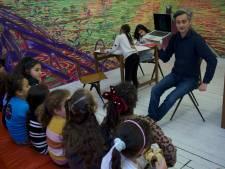 Boijmans Van Beuningen geeft via 'luisterpost-locatie' aan Hillevliet kunstlessen aan de kinderen op Zuid