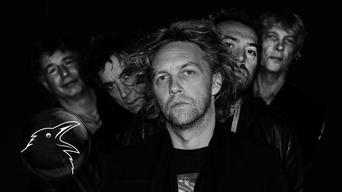 De band Roeck met vooraan zanger Jo de Roeck en links achter hem gitarist Jeroen van As.