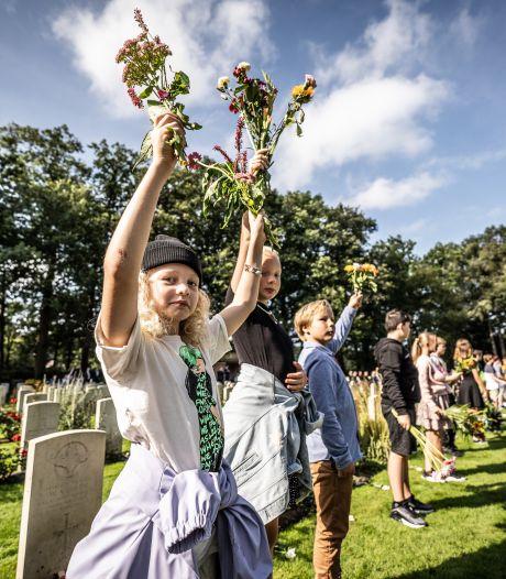 Corona geeft Airborne Herdenking sfeer van verlatenheid: 'Hoop dat jullie hier volgend jaar weer met honderden tegelijk kunnen staan'