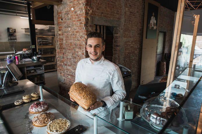 Kenneth Van Hoesen in zijn bakkerij.