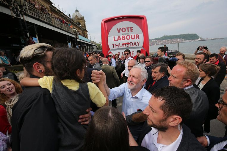 Corbyn met aanhangers in Scarborough, eind mei. Beeld EPA