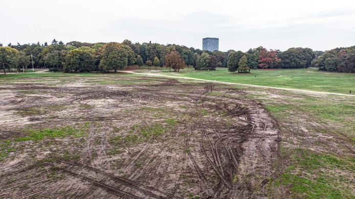 Het gras van het Goffertpark is behoorlijk vernield door concerten en festivals afgelopen seizoen.