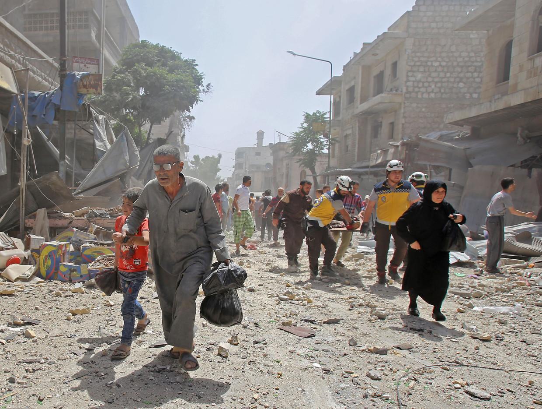 Een luchtaanval op de stad Maaret al-Numan in de provincie Idlib heeft opnieuw veel slachtoffers gemaakt. Beeld AFP