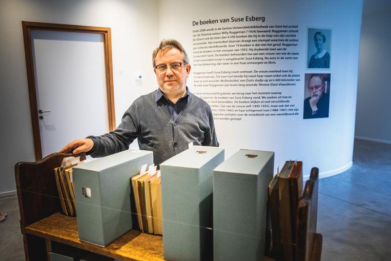 Professor Pieters bij de 78 boeken van Suse Esberg.