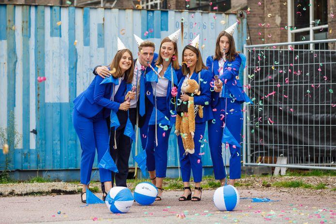 Winnaars van de jongerenvrijwilligersprijs Tilburg 2020: Juul Snijder, Jelle van Dijk, Despina de Werd, Anne-Lin van Gelder en Benthe Frie.