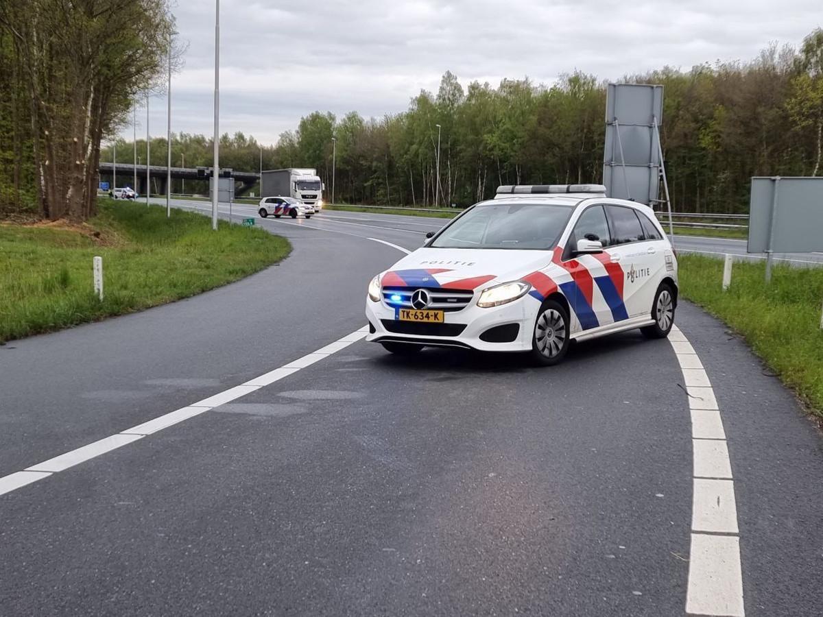 Auto slaat over de kop op de A1 bij Hengelo.
