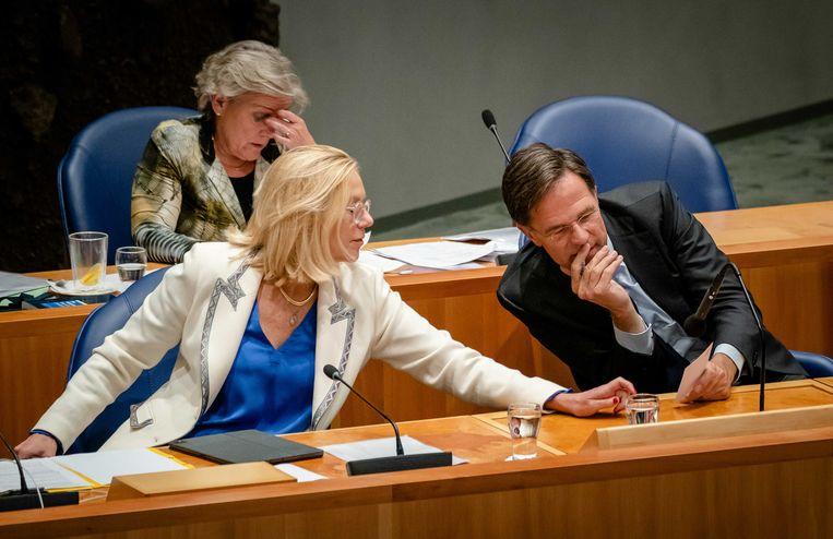 Sigrid Kaag en Mark Rutte tijdens het debat over Afghanistan (met achter hen Ank Bijleveld) op 15 september.  Beeld ANP